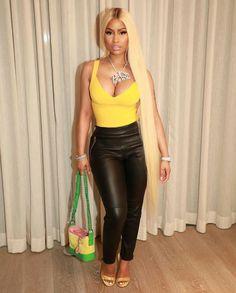 Rapper Nicki Minaj shows off her long hair and hot body in Kimono (photos) Nicki Minaj Outfits, Nicki Minaj Barbie, Nicki Manaj, Kourtney Kardashian, Steve Madden, Divas, Trinidad Y Tobago, Shoes 2018, Prom Shoes