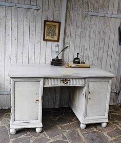 Alter Schreibtisch - shabby chic - weiß Brocante - ein Designerstück von Gerne_wieder bei DaWanda