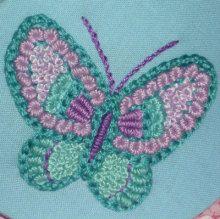 蝶柄刺繍の貝型ポーチ 【かんたん刺繍教室】たった6つのステッチだけでらくらく刺繍上達ブログ