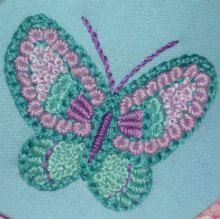 蝶柄刺繍の貝型ポーチ|【かんたん刺繍教室】たった6つのステッチだけでらくらく刺繍上達ブログ