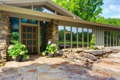 Photo of home for sale at 6946 East Farm Road 132, Springfield MO