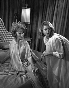 Sam and Endora 💙 Endora Bewitched, Bewitched Tv Show, Agnes Moorehead, Bewitched Elizabeth Montgomery, Erin Murphy, Barbara Eden, Beautiful Witch, Find Picture, Look Alike