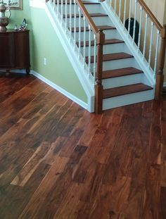 Vanier's Engineered Hardwood - Acacia collection adds a beautiful natural grain to any home. With a handscraped texture, this floor will wow your guests! Not convinced? Order 5 free samples and see for yourself!