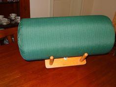 Para realizar la almohadilla hace falta: un tubo de cartòn ò de plàstico, 2 colchonetas de yoga, 1 funda a medida, cinta adhesiva anch. Hobbies And Crafts, Arts And Crafts, Lace Saree, Lace Heart, Lace Jewelry, Lace Making, Bobbin Lace, Wool Yarn, Lace Detail