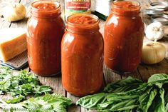 An authentic and delicious Italian Tomato Sauce that has been passed down through generations. So good, it's sure to become your family's go-to sauce recipe! Homemade Marinara, Homemade Sauce, Homemade Spaghetti, Spaghetti Recipes, Best Bread Recipe, My Best Recipe, Marina Sauce, Italian Tomato Sauce, Cuisine