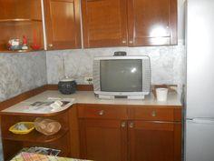 cucina basamento effetto metallizato con chiaro e scuro pareti e soffitto bianchi