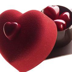 Cache-Coeur - Pierre Marcolini - M Valentine Desserts, Valentine Cake, Valentines Food, Saint Valentine, Pierre Marcolini, Mothers Day Chocolates, Chocolate Candy Recipes, Chocolate Sculptures, Chocolate Hearts