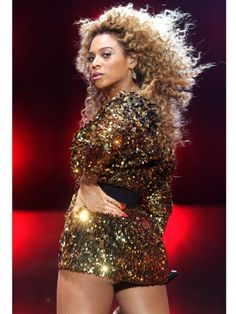 Beyonce Knowles: Style Icon http://www.ivillage.com/african-american-fashion-icons-stylish-black-women/5-b-431110#431146