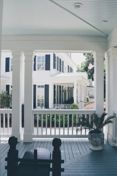 What a simple and comfortable porch! Excellent way to spend an afternoon in Charleston!