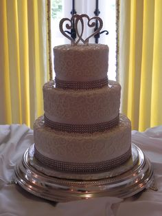 Nice Classy yet Simple Wedding Cake