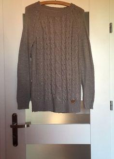 sweter z warkoczem house