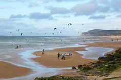 Wissant (Pas de Calais, Pays du Boulonnais) : Le SPOT de kitesurf le plus réputé du Nord de la France, grâce, entre autres, à l'accélération des vents par les 2 Caps !!