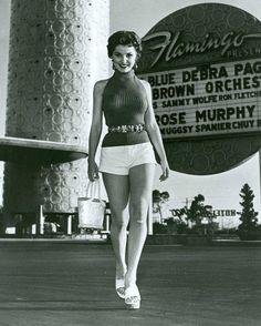"""Moda """"pra mim"""" é ultrapassar o limite do tempo. Debra Paget at the Flamingo Hotel, Las Vegas, 1950s"""