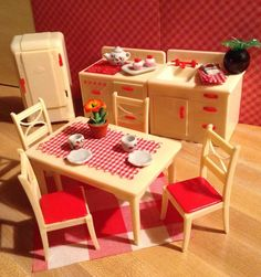 VINTAGE RENWAL DOLL HOUSE FURNITURE --Stove, Sink, Refrigerator, Table, Chairs + #Renwal