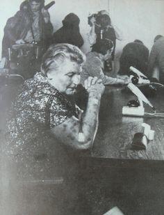 In den Augen von Hildegard Lächert hatte das Leben ihr nicht das gegeben, was sie selbst von ihm erwartete. Die aus einfachsten Verhältnissen stammende Frau wurde 1920 in Berlin geboren und erlebte eine 'normale' Kindheit auf einem der Hinterhöfe der Hauptstadt. Wie Tausende andere Kinder ihrer Zeit wuchs sie eher unbeachtet in Armut auf, auch der Schulbesuch konnte ihr keine Erfolgserlebnisse einbringen, vielleicht unbedingt durch Mängel der Auffassungsgabe, aber ...