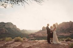 OH MY GOD!!! I should have done this!!! How amazing to get married in front of such an incredible backdrop!