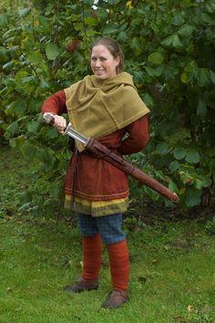 """Mit kamptøj (syet af mig) og mit nye """"Binns""""-sværd. (Fødselsdagsgave fra min mand)"""