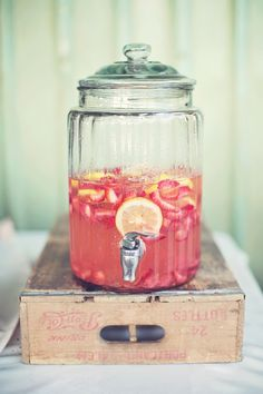 Organic + Rustic Wedding in an Oregon Pasture - Belle The Magazine Rehearsal Dinner Food, Picnic Decorations, Strawberry Lemonade, Lemonade Drink, Bar Drinks, Drink Bar, Drink Table, Signature Cocktail, Rustic Wedding