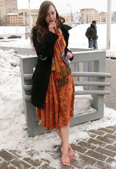 Going Barefoot, Walking Barefoot, Barefoot Girls, Teen Feet, Snow Girl, Dance Tights, Cold Feet, Windsor Castle, Fashion Beauty