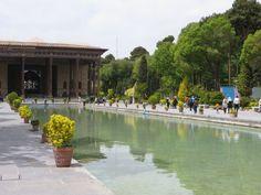 Dernier volet de mes aventures à Ispahan : poésie, visite de Chehel Sotoun, promenade dans la ville et péripétie lors du retour en avion