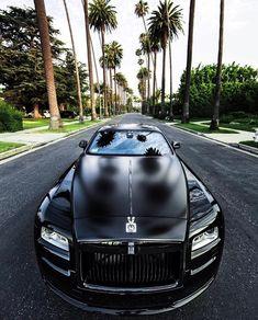 Rolls-Royce invites you to enter a world of luxury. Check Out The Most Luxurious Rolls Royce Wallpapers Gathered Here For You. Auto Rolls Royce, Voiture Rolls Royce, Rolls Royce Wraith, Rolls Royce Black, Maserati, Bugatti, Ferrari 458, Ferrari Bike, Lamborghini Gallardo