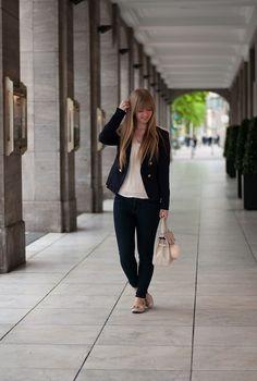 http://www.lara-ira.de/outfit-classy-blue/