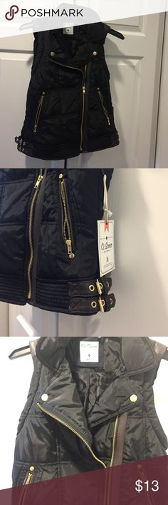 Puffer Vest with Moto Detailing - Small For when you're feeling lowkey.🍻Super cute, never worn size small black puffer vest with moto styling, asymmetrical zip and brown faux leather detailing. Brand is Ci Sono. Ci Sono Jackets & Coats Vests