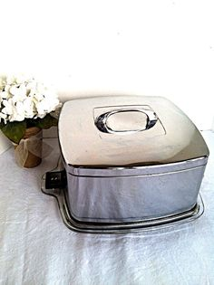 Vintage Mid Century Square Chrome Cake Carrier Saver  #vintagekitchen #vintagebaking #cakecarrier