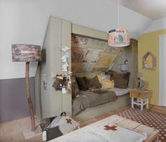 a cozy sleeping nook. I love the maps on the ceiling! Attic Bedrooms, Home Bedroom, Kids Bedroom, Bedroom Decor, Ideas Habitaciones, Sleeping Nook, Kids Decor, Home Decor, Kids Sleep