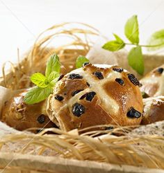 Easter Hot Cross Bun's Recipes Chocolate Easter Cake, Homemade Chocolate, Easter Hot Cross Buns, Homemade Biscuits, Easter Treats, Salmon Burgers, Easter Eggs, Ireland, Ethnic Recipes