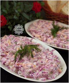 Yoğurtlu Mor Lahana Salatası Purple cabbage salad with mayonnaise with yogurt. Mayonnaise, Salad Recipes, Snack Recipes, Cooking Recipes, Healthy Recipes, Turkish Salad, Yogurt, Turkish Recipes, Ethnic Recipes