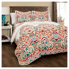 Lush Decor Clara 3 Piece Quilt Set, Full/Queen, Turquoise/Tangerine: This intricately laid out design explodes with vivacious colors that tingle your senses. Clara is a modern age beauty who also offers an artistic Bohemian flare. King Quilt Sets, Queen Quilt, Ethno Design, Quilt Bedding, Comforter Sets, Bed Spreads, Luxury Bedding, Decoration, Bungalow