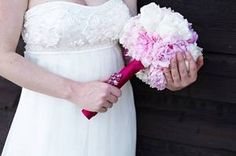 Ein Brautstrauß ganz aus Seidenpapier. Pompoms: Pompom Manufaktur. Foto: Kristin Thurm