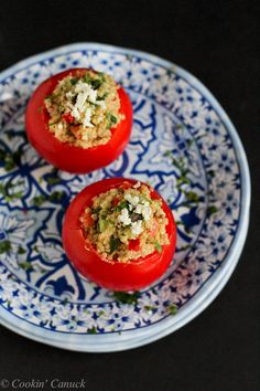 Greek Quinoa and Hummus Stuffed Tomatoes...213 calories and 5 Weight Watchers PP   cookincanuck.com #recipe #healthy