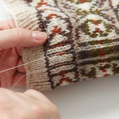 Like most things in knitting, steeking can be accomplished many different ways, and everyone seems to have personal preferences. Knitting Basics, Knitting Stitches, Knitting Projects, Knitting Ideas, Fair Isle Knitting Patterns, Knit Patterns, Stitch Patterns, Crochet Baby, Knit Crochet