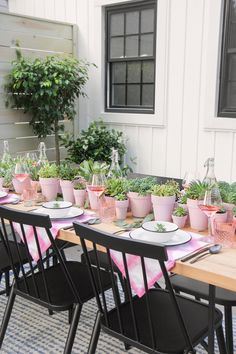 Summer is winding down, but if you are looking to squeeze in one more backyard dinner party, I had some ideas for you! I know I can't stop talking about my backyard, but after a decade of apartment li Succulent Centerpieces, Party Centerpieces, Succulent Table Decor, Dinner Party Decorations, Wedding Decorations, Champagne Popsicles, Casa Feng Shui, Jardin Decor, I Spy Diy