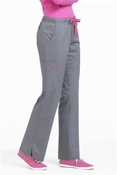 These junior-fit scrub pants from Med Couture have lots of sporty details and a little bit of stretch. The Moda drawstring scrub pant has a front drawstring as well as a full elastic waist for idea. Scrubs Outfit, Scrubs Uniform, Scrubs Pattern, Med Couture Scrubs, Stylish Scrubs, Plus Size Yoga, Yoga Dress, Scrub Pants, Leg Scrub