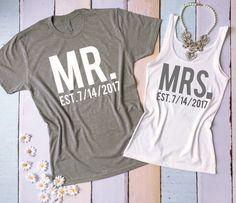 Herr und Frau t-shirt und Tank Top eingestellt. Flitterwochen t-Shirts. Just Married t-Shirts. Hochzeit-Tank und Tee. Braut und Bräutigam-Hemden. von BrideAndEntourage auf Etsy https://www.etsy.com/de/listing/220836317/herr-und-frau-t-shirt-und-tank-top