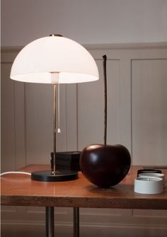 Sweet Home bei jukka und Anna Murto, ©Rita Palanikumar Florence Knoll, Helsinki, Sweet Home, Table Desk, Table Lamps, Home Lighting, Objects, Interior, Anna