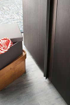 With doors in heat-treated oak or matte lacquered finishes in the 40 colours of the LEMA collection, Ligno by Officinadesign Made To Measure Wardrobes, Contemporary Design, Solid Wood, Door Handles, Ottoman, Colours, Collection, Home Decor, Cabinets