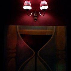 θα θυμάμαι πάντα τα μάτια σου φλογερά και μεγάλα σαν δυο νύχτες έρωτα μέσα στον άγριο πόλεμο ,  #night at a #bar #athens #downtown #painting #lamp #red #motherfuckers