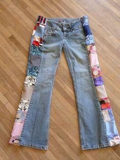 Лоскутная Джинсы ручной Уникальная одежда Восстановленный Vintage легкие ткани полиэфира женская одежда Blue Jeans Upcycled.  $ 25.00, через Etsy.