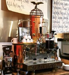 #classic #espressomachine #leonardodicaprio #copper #bronze @industrialeats http://ift.tt/1VbgBi2