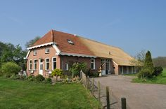 Drentse boerderij. Dutch farm house....if I have alot of money one day ;-P