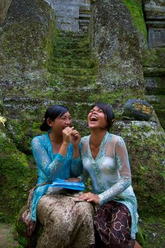 Bali girls laughing - Beautiful photo, that happiness, textures, colors... #bali