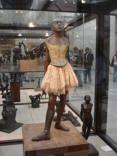 Degas sculpture in Musée d'Orsay, Paris. Edgar Degas, Degas Little Dancer, Auguste Rodin, French Artists, Halloween Costumes For Kids, Love Art, Sculpture Art, Beautiful, Women
