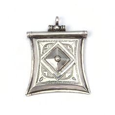 Pandantiv argint kitab, Sahara Flask, Jewellery, Jewels, Schmuck, Jewelry Shop, Jewlery, Jewelery