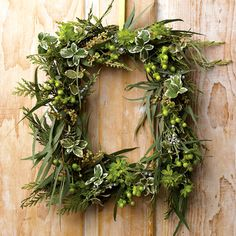 It`s the time to get creative now.....here is 4 lovely and very natural wreaths with their tutorials, that can be ...