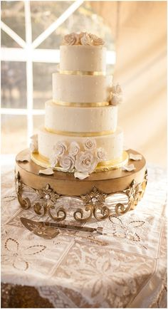 Tiered wedding cake, Yorktown Wedding Photography | Angie McPherson Photography