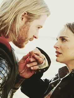 Thor- Natalie Portman y Christopher Hemsworth Marvel Films, Marvel Dc, Asgard Marvel, Natalie Portman, Movie Couples, Cute Couples, Thor 2011, Moonage Daydream, Marvel Couples